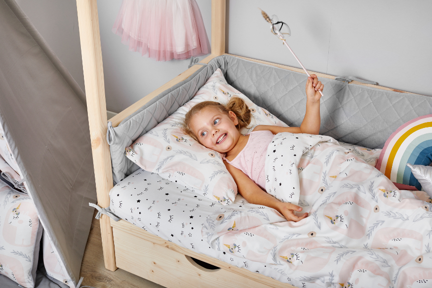 How to convince a child to sleep in its own room?