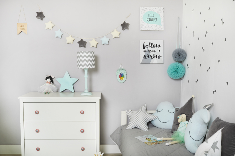 Wände im Kinderzimmer – wie dekoriert man sie?