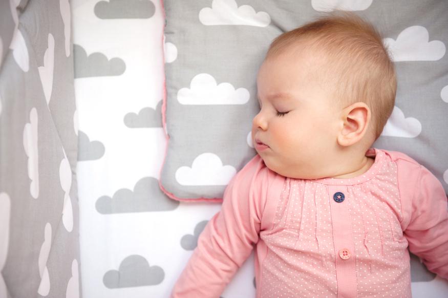 Bezpieczny sen dla dziecka, czyli jaką poduszkę wybrać